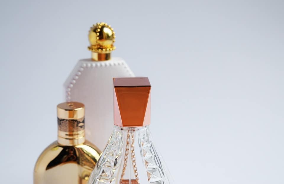 vendeuse en parfumerie